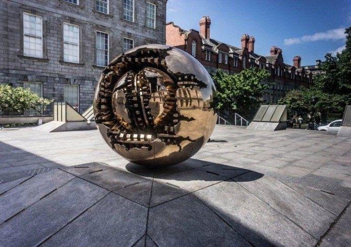 Сфера внутри сферы от Арнальдо Помодоро