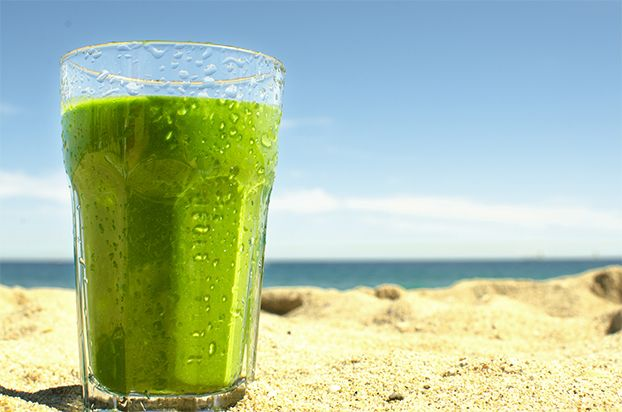 Spinach Banana Smoothie, three ingredients, high in potassium & iron, approx. 16g of protein per glass | hurrythefoodup.com