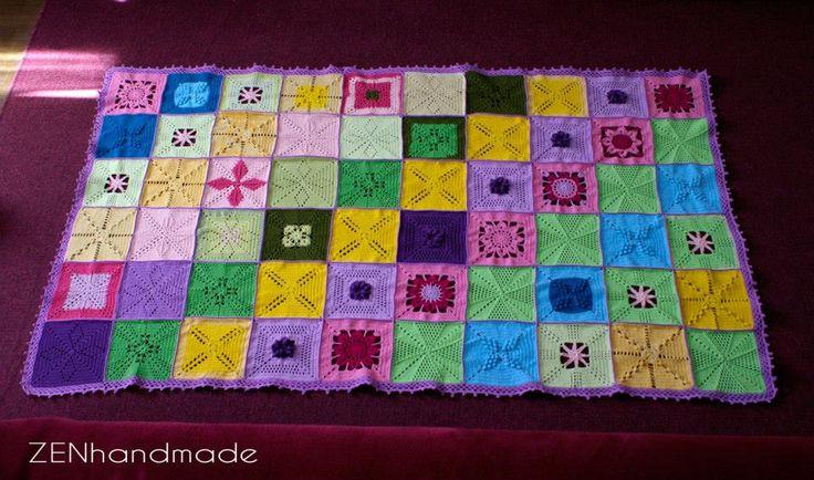 Patura crosetata (Crocheted blanket)  Dimensiuni: 175 x 105 cm (aprox)  Material: bumbac colorat Realizare: 60 de patrate unite De vanzare
