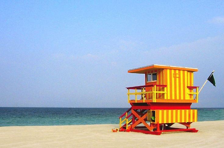 IlPost - South Beach. Miami, USA - È un quartiere della città di Miami, molto conosciuto per i suoi tanti colori: luci al neon, edifici Art Déco con facciate colorate, torrette dei bagnini dipinte in modo diverso una dall'altra, sono tutti simboli di uno dei posti più visitati dai turisti a Miami. Il paesaggio, che si estende dalla famosa strada Ocean Drive, è reso ancora più affascinante dalla presenza, in diversi periodi dell'anno, di molti fenicotteri rosa a fianco dell'ampia spiaggia di…