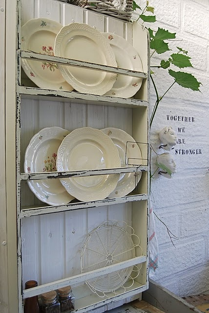 love the shabby chic plate rack and the old plates are wonderful. & 164 best Decorating - Plates \u0027n Platters plate/cup/dish racks ...