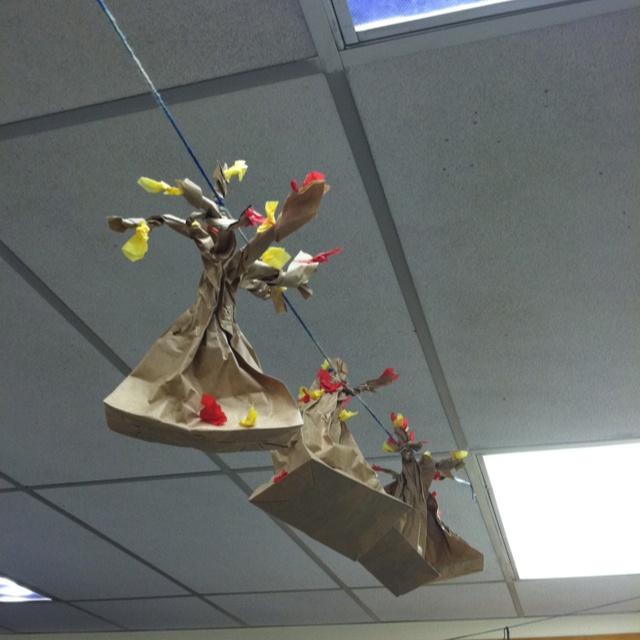 Fun fall art idea for the classroom.