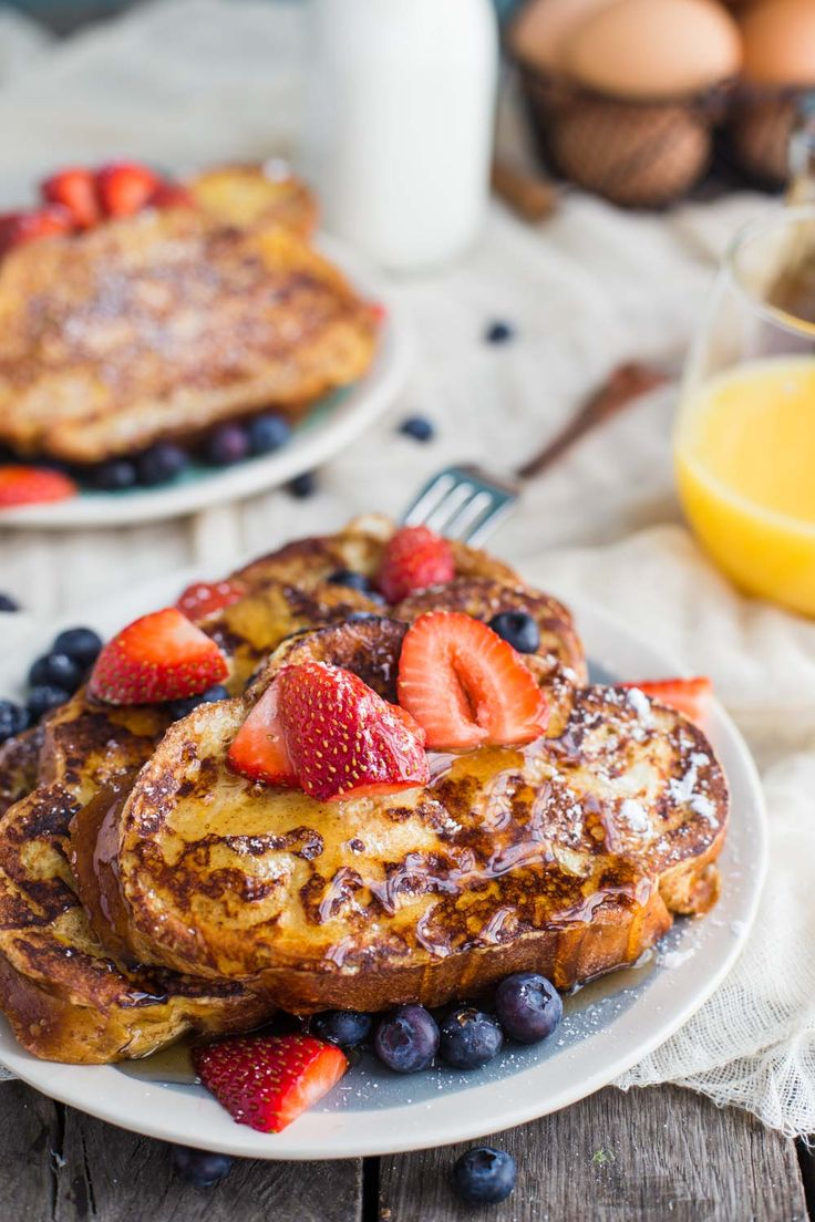 This Easy French Toast recipe is a classic and a staple weekend breakfast in our house! The whole family loves it!