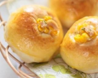 Petits pains au lait au citron légers à la farine de maïs spécial petit déj à emporter : http://www.fourchette-et-bikini.fr/recettes/recettes-minceur/petits-pains-au-lait-au-citron-legers-la-farine-de-mais-special-petit-dej
