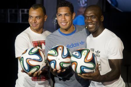 「brazuca(ブラズーカ)」というネーミング ネーミングは、100万人以上によるブラジル国内の命名キャンペーンで、3つの最終候補の内で70%の支持を集めて採用された。イメージは「感情豊かで、リズムに溢(あふ)れ、友好的」。ブラジルサッカーにも通じるブラジルらしいスタイルを表すとしている。