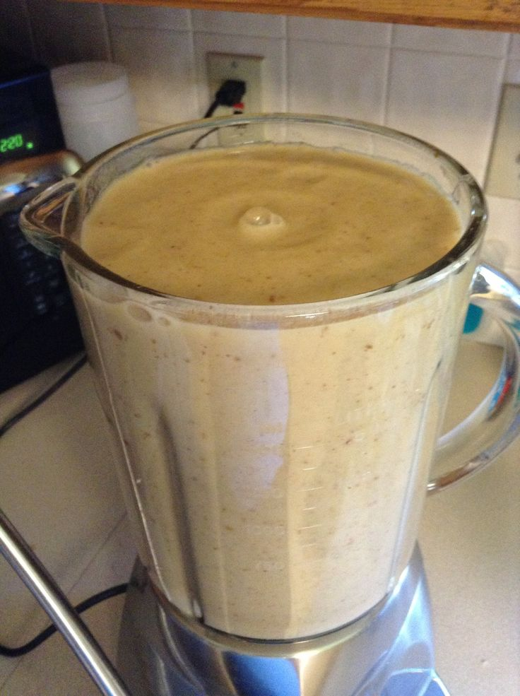 This is so good! Banana/Date/Almond milk/Ice. Theeeee best post run/walk/workout recovery drink/smoothie.