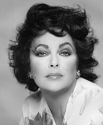 Elizabeth Taylor (Francesco Scavullo). i like this photo of Liz, it reminds me of my mother.