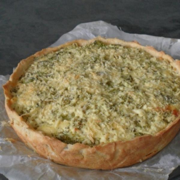 Receita de Quiche de Ricota com Brócolis - MASSA ==, 1 + 1/2 xícara de farinha de trigo, 150 gr de margarina (com sal), 1 Ovo, 2 colheres (sopa) de queijo r...