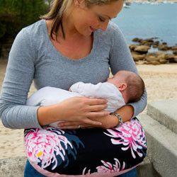 Kiss Kiss Hug Hug Breastfeeding Pillow & Bag – breastfeedingsupplies