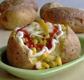 Kumpir yöresel olarak patatese verilen bir başka isim. Fakat bizim bildiğimiz, dışarıda kumpirci büfelerinde satılan, içinde şarküteri lezzetlerinin...