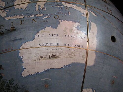 VL20.14 Cook mapped the east coast of New Holland which he dubbed New South Wales. This was the official name given to the British colony started there in 1788 by Captain Arthur Philip. This globe shows an accurate depiction of the northern and western coasts of Australia mapped by the Dutch and a fanciful guess of the southern and eastern coasts.