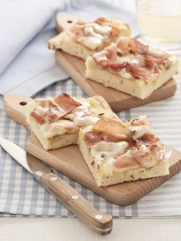 Focaccia con speck, patate e Asiago - Focaccia bread with speck, potatoes and Asiago cheese