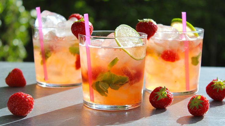 Tycker ni om drinken Margarita? Då ska ni testa att skaka fram den här varianten med färska jordgubbar och mynta =) Såå otroligt fräscht! Här kommer mitt recept.