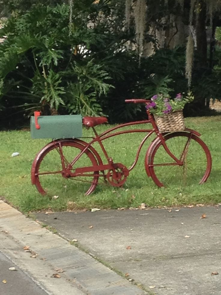 Mailbox bicycle   My neighbor's creative idea. This is really cute and practical. Love it!