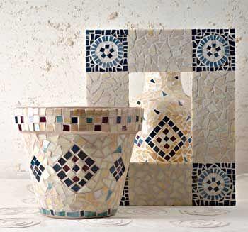 Vasi e cornici a mosaico