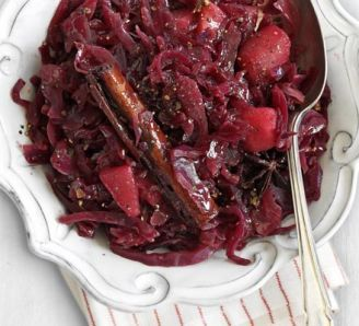 Red cabbage with mulled Port & pears