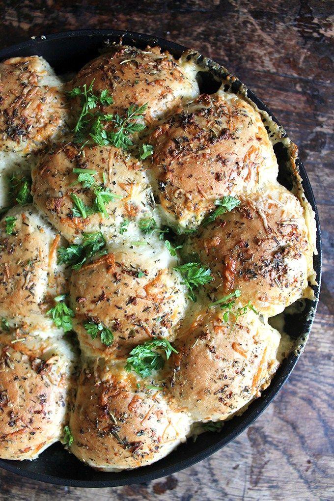 Cheesy Garlic Skillet Bread | Veggie Desserts Blog