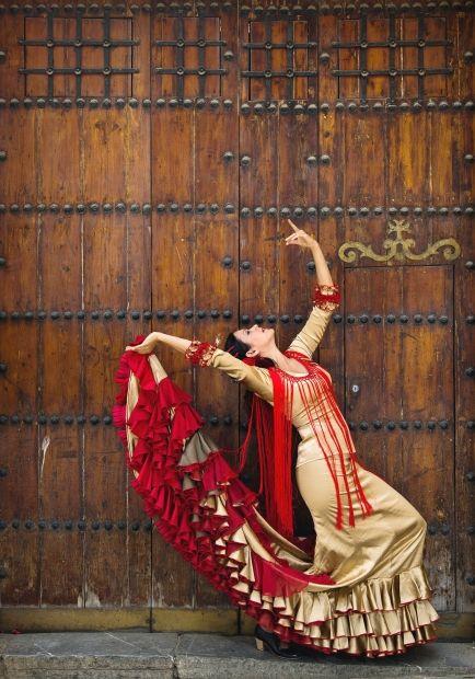 Fiona Malena, bata de cola, flamenco