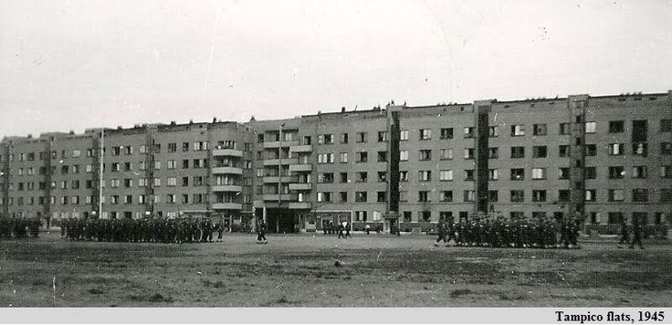 Antwerpen Luchtbal, militaire parade aan het Tampicoplein in 1945, vermoedelijk amerikaanse soldaten.