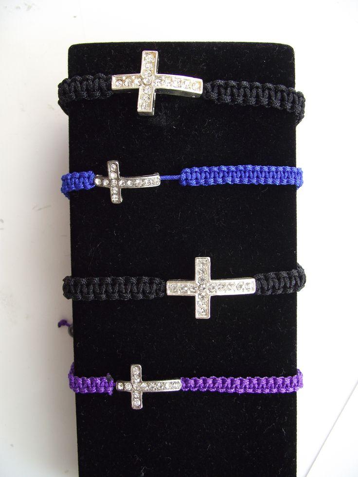 μακραμε βραχιολια σταυρος με στρας στο http://www.amalfiaccessories.gr/accessories/#