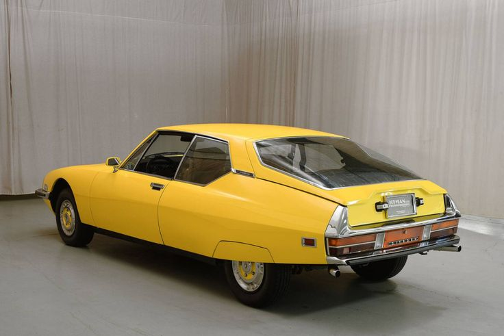 Yellow-over-brown 1972 Citroën SM coupe