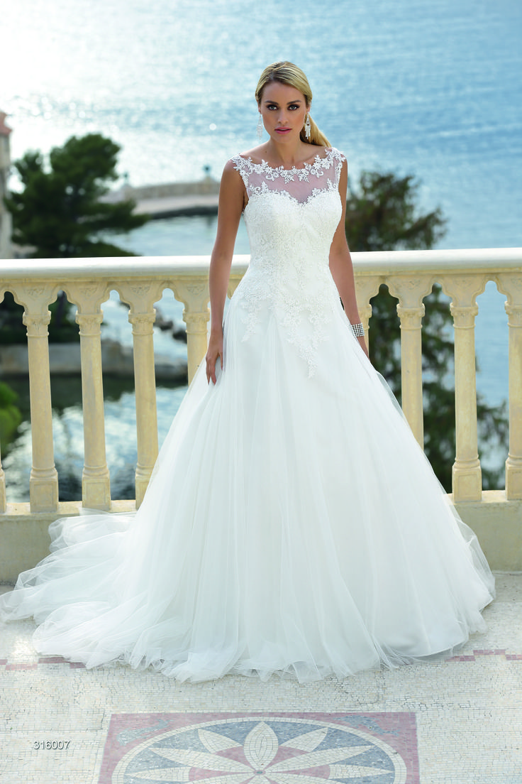 The 124 best Wedding Dress / Brautkleid images on Pinterest ...