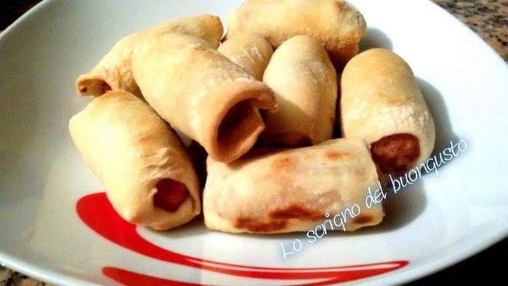 MINI HOT DOG CON SALSICCIA                            CLICCA QUI PER LA RICETTA   http://loscrignodelbuongusto.altervista.org/mini-hot-dog-con-salsiccia/                                      #hotdog #salsiccia #sabato  #pizza #ricette #ricettesfiziose #Foodie #likeit #terralcantara