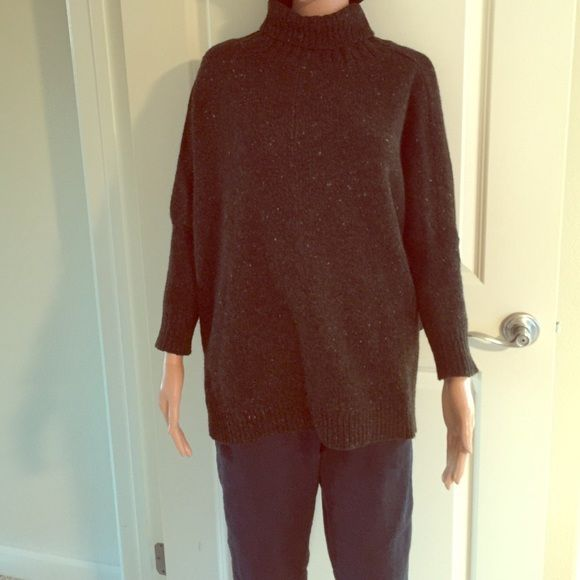 TSE cashmere sweater Beautiful boxy cashmere sweater. Like all TSE sweaters you will want to wear this and sleep in it. Beautiful brown with flecks of colors. Loose fitting through body with slimmer fitting sleeves to show off one's arms. TSE Sweaters Cowl & Turtlenecks