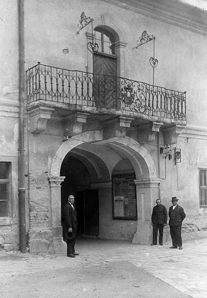 Városháza főbejárat, belső erkély. 30' as évek.