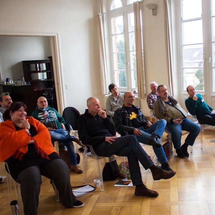 Charisma Competence mit Tom Krause ... der 1 Tages Intensiv-Workshop (8x in 2016) JETZT, bis einschließlich 15.2.2016 satte 20% Frühbucherrabatt sichern! · 18.2. Düsseldorf · 25.3. Köln · 27.4. München · 8.9. Frankfurt am Main · 20.4. Berlin · 19.9. Stuttgart · Zürich + Wien sind in der Vorbereitung - Ausführliche Infos + Buchung unter www.kreative-auszeit.com/dein-kurs/seminare-workshops