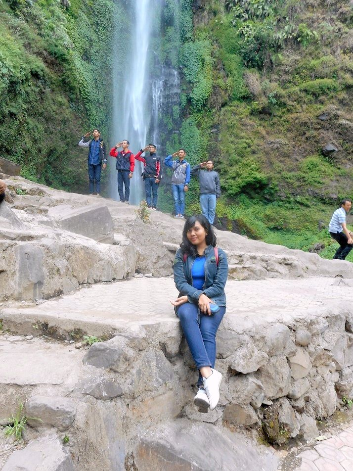 Coban Rondho Waterfall, I don't have any idea what were they saluting for :v #EpicMoment #NiceTiming #Malang #EastJava #Indonesia