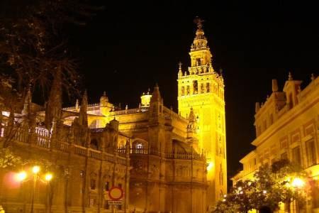 Vista de la Giralda por noche- Catedral de Sevilla