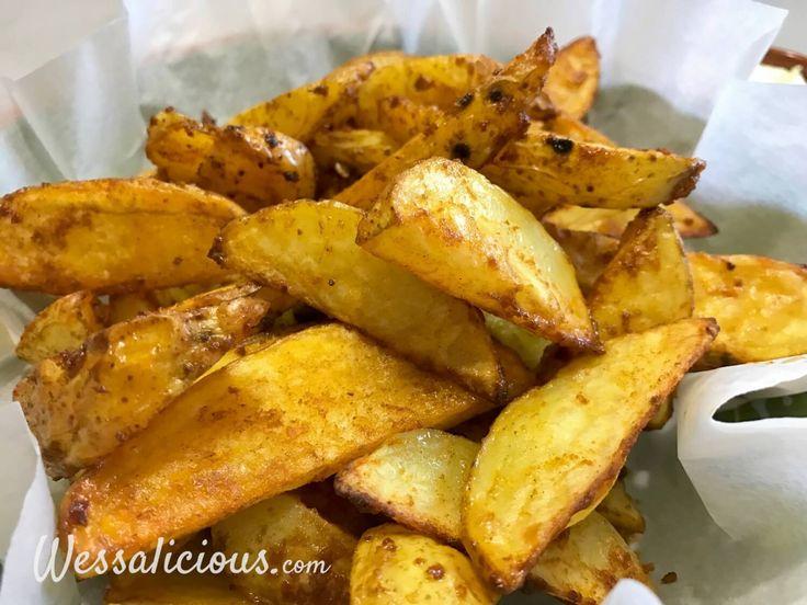 Lekkere zelfgemaakte aioli met Patatas Bravas, heerlijke gekruide aardappelpartjes. Dit Tapas gerecht kun je eenvoudig thuis zelfmaken.