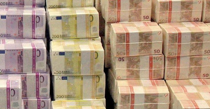 """Global Wealth Report - Superreiche werden reicher  Deutsche Sparer """"verschenkten"""" Gewinne - http://ift.tt/2dgQIw0"""