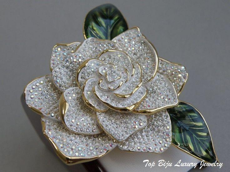 """Дизайнерская брошь """" Frosted White Rose"""" от американского ювелира Джоан Риверс, лимитированная коллекция. Ювелирный сплав с позолотой 24К, сверкающие фианиты, эмали. Клеймо дизайнера, подарочная упаковка.Цена -100$"""