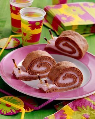 Biskuit-Puddingschnecken - Eine cremige Biskuitrolle mit Erdbeernote für jeden Kindergeburtstag