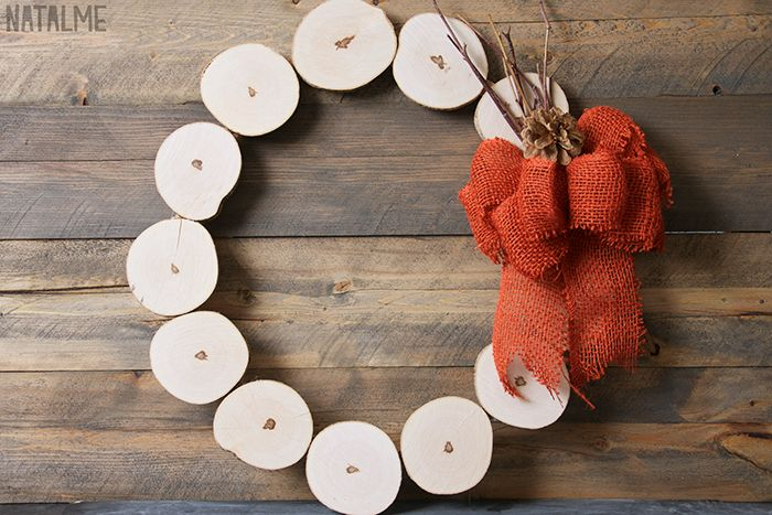 How-to make a wreath with wood slices.