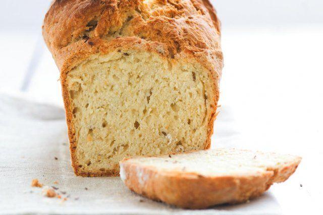 Upečte si křupavý chleba bez kynutí   Apetitonline.cz