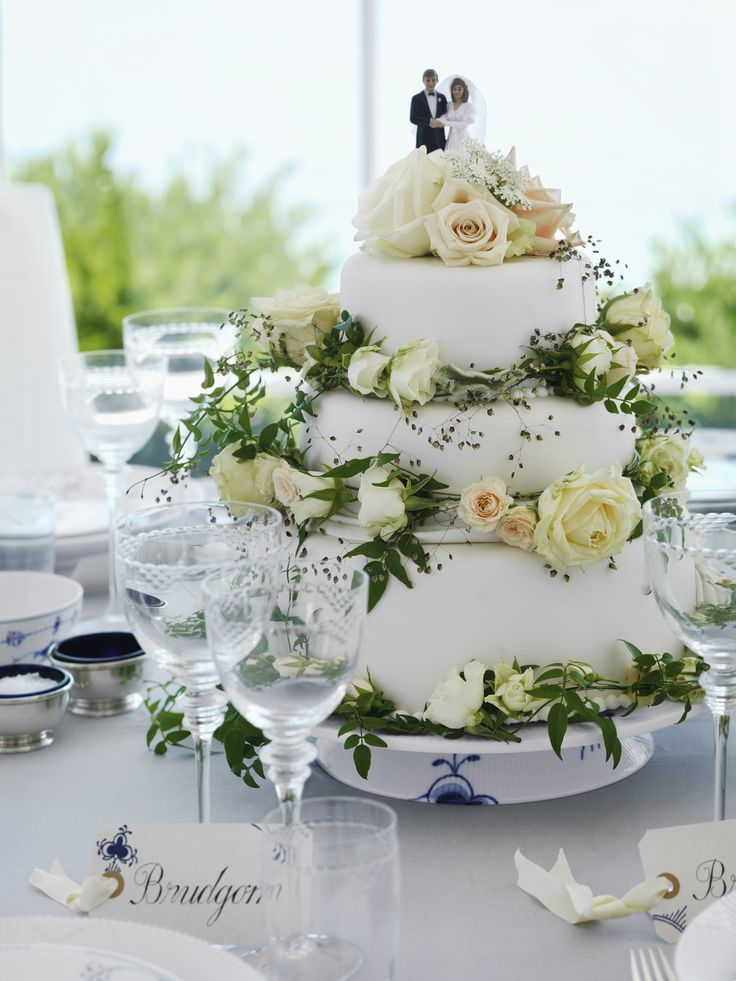 Royal Copenhagen Wedding Cake in the 2013 Catalogue