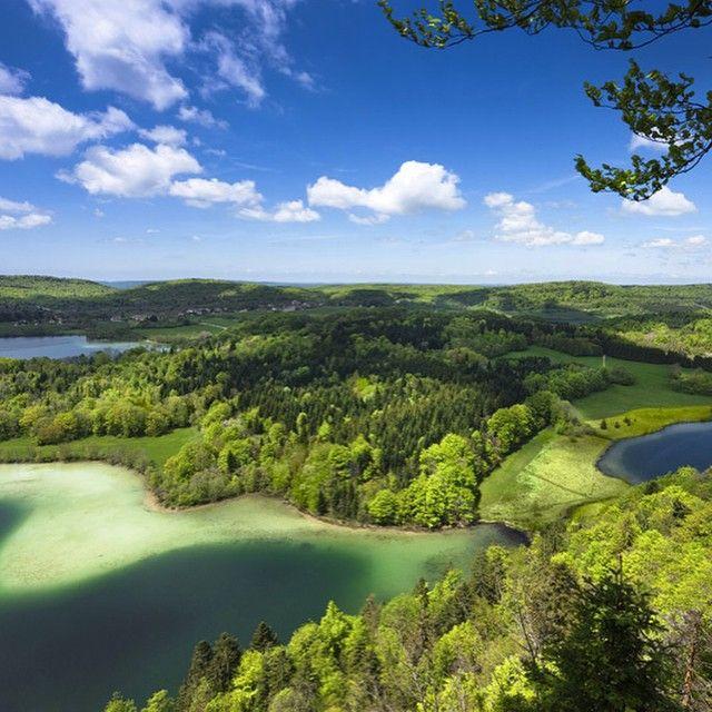 Le Belvédère des 4 lacs, un lieu splendide   Jura France   Crédit photo : Stéphane Godin/Jura Tourisme   #JuraTourisme #Jura