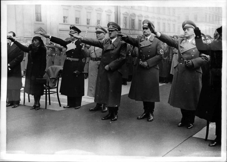 Ein weiteres Bild von der Beerdigung von SA-Obergruppenführer Hermann Kriebel!(Der letzte Gruss)
