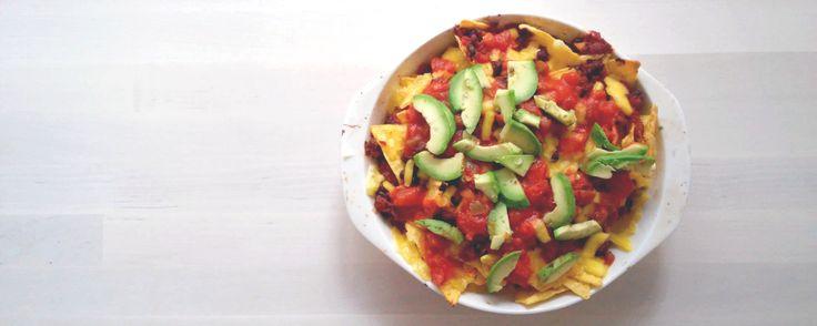 Erään ystäväni bravuuri keittiössä on yksinkertainen nachovuoka: tomaattia, salsaa, sipulia, avokadoa, ananasta, nachoja sekä päälle kunnon kerros juustoa – ja tämän reseptin kohdalla sanonta…