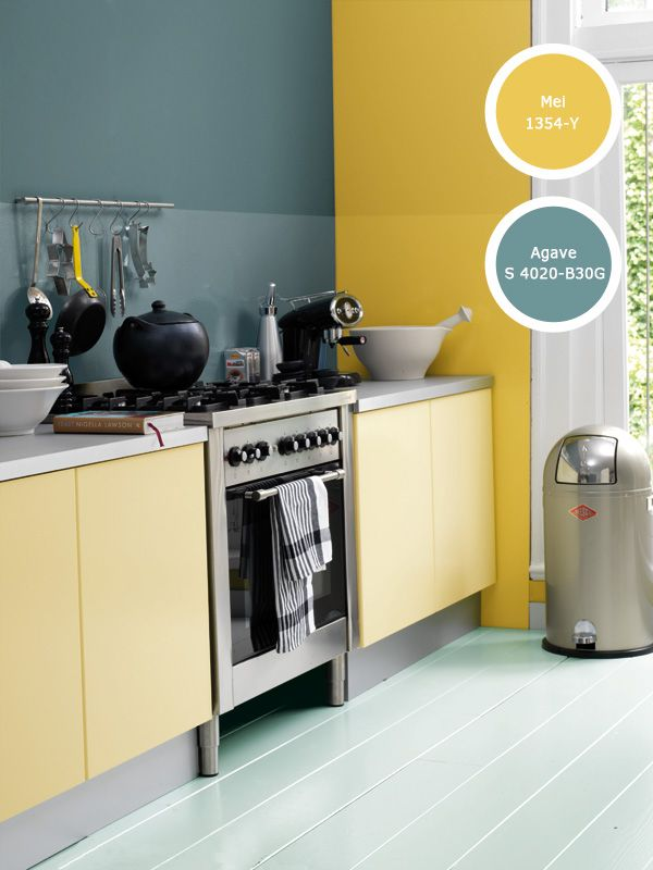 Een warm-koud contrast voor in de keuken, geel ter compensatie van de gladde en koele materialen. Fijn weekend!