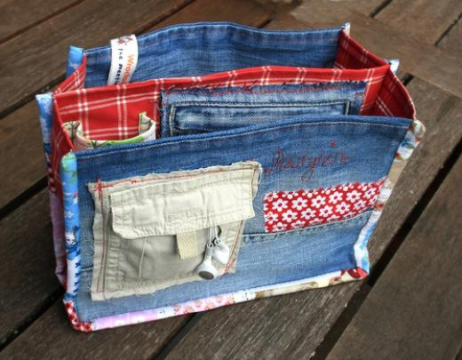 Mae your Purse organizer from upcycled bits of clothing: good use of pockets and zippered closures.