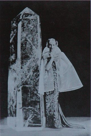 Cappa di vetro di Elsa Schiaparelli, Parigi 1935.