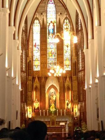 ベトナム・・ハムイにあるハノイ大教会 (セント ジョセフ教会)が神秘的。ベトナム 旅行・観光の見所を紹介!