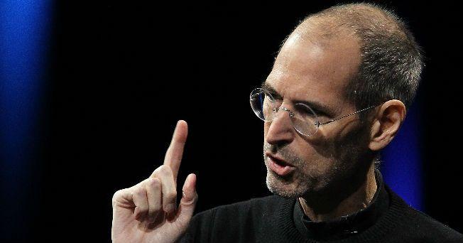 El fundador de Apple, Steve Jobs, perdió la batalla contra el cáncer de páncreas; falleció a los 56 años, en California. La empresa Apple informó la muerte del genio a través de su página electrónica.