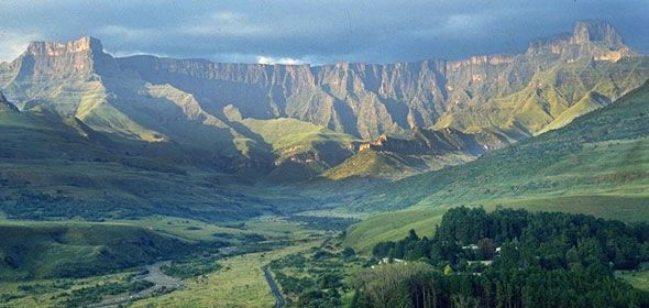 Stunning views of the Drakensberg Mountains.