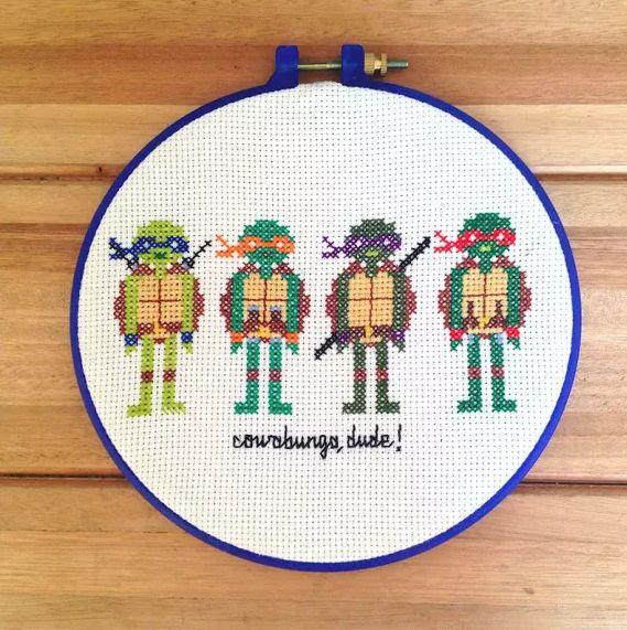 tartarugas ninja - bordado manual com tecidos e linhas em 100% algodão, bastidor em plástico com 20cm de diâmetro.
