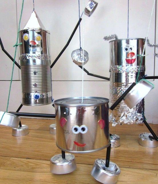 Marionetten poppen maken van recycle materiaal.